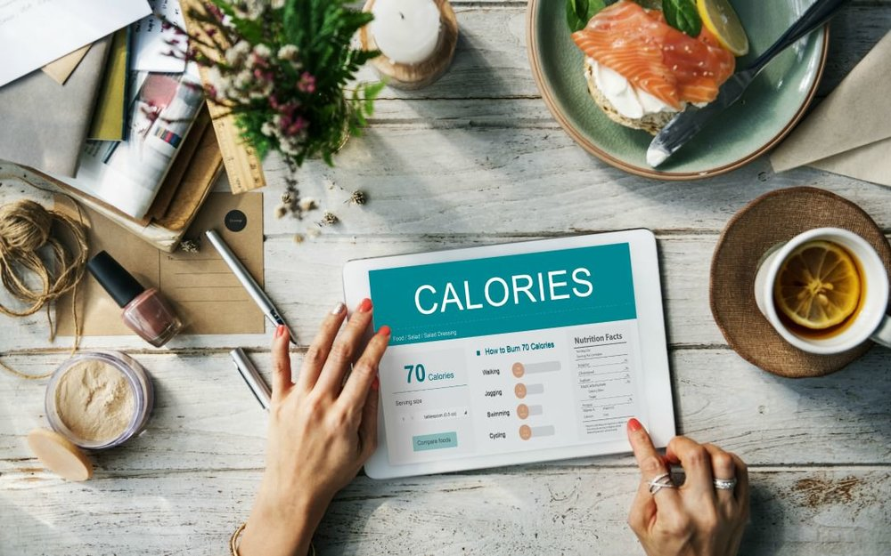 Instead of paying attention to your size portion, the dietitians recommend you focus more on your calorie count intake.