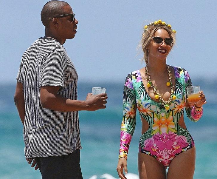 Beyoncé & Jay Z – Enjoy Cool Drinks By The Beach In Hawaii