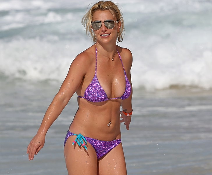 Britney Spears – Shows Off Her Gorgeous Mom Body In Hawaii
