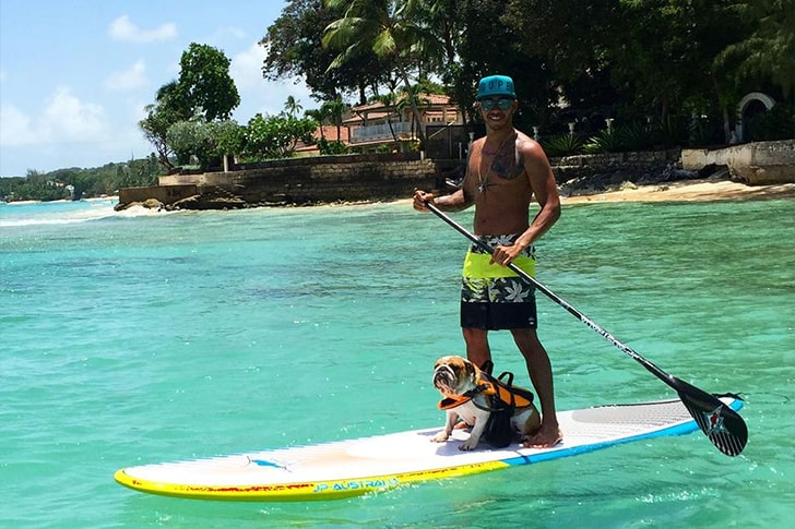Lewis Hamilton – Goes Paddle Boarding In Barbados
