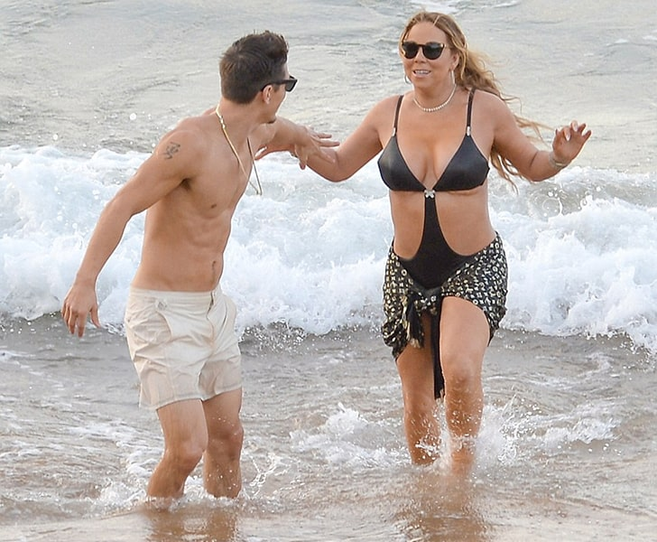 Mariah Carey – Goes For A Dip In The Beautiful Waters Of Hawaii