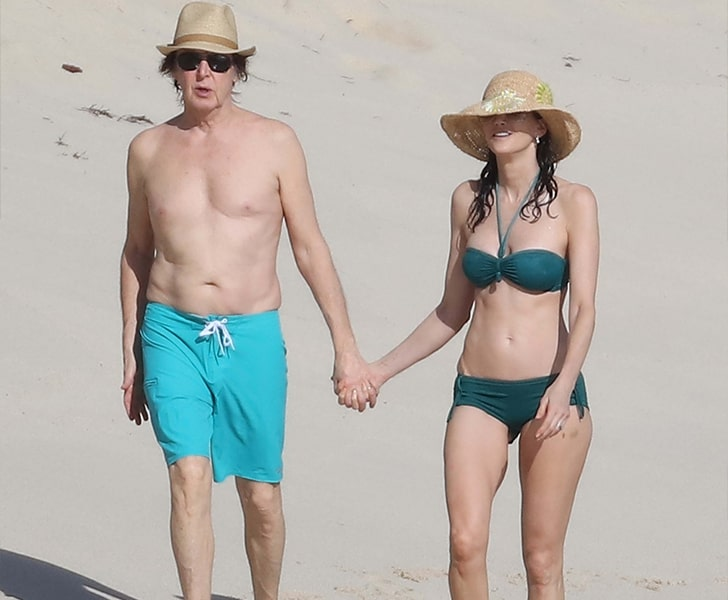 Paul McCartney & Heather Mills – Show Some PDA On The Beach In St. Barts
